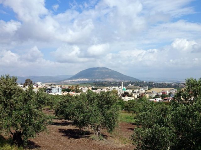 Pe Muntele Tabor Domnul Hristos arată anticipat slava Învierii Sale