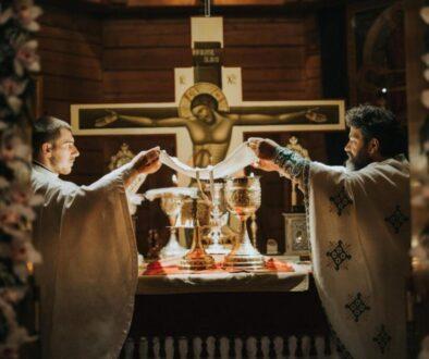 ce-liturghii-se-oficiaza-in-biserica-ortodoxa-13320